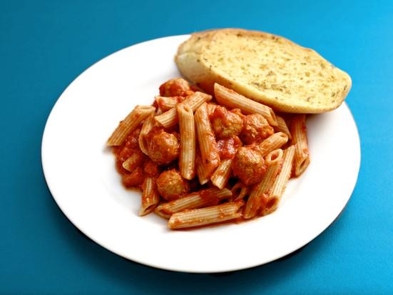 Wholewheat-pasta-meatballs-with-garlic-b