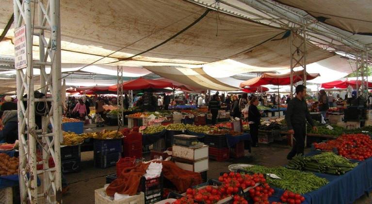 Freitagsmarkt mit Bergbauern.jpg