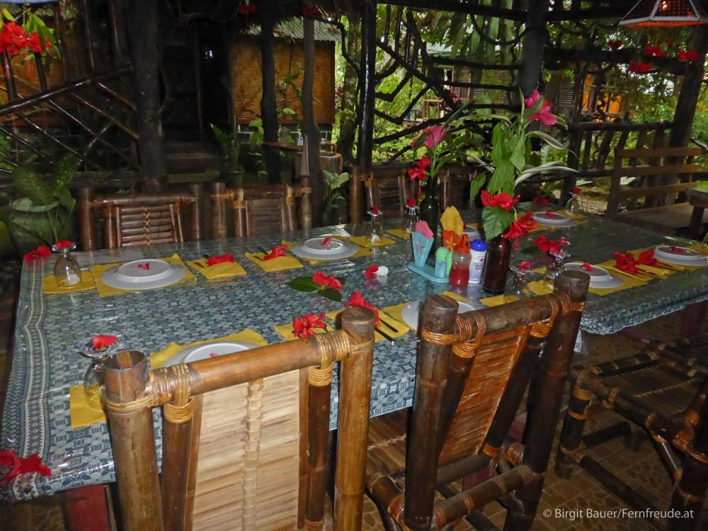 Liebevoll gedeckter Tisch im Mega Inn