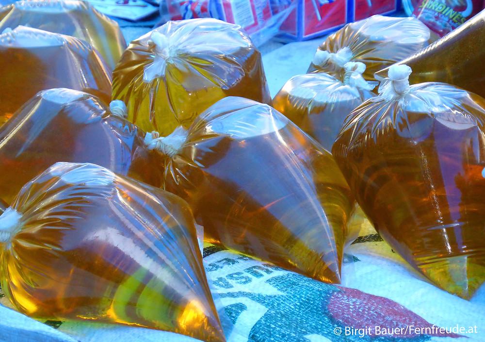 so wird Palmöl am Markt in Sumatra verkauft