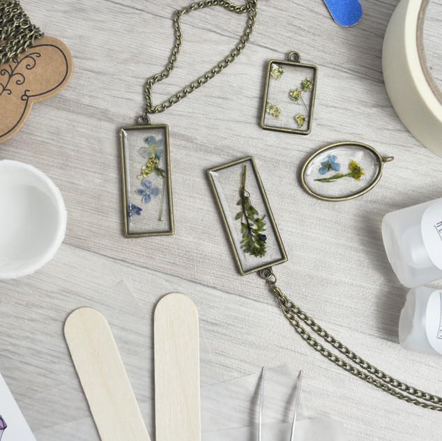 June 2019 - Pressed Flower Jewellery Kit