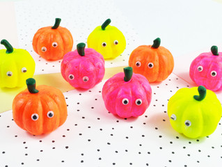 Quick craft tutorial - How to make Mini Neon Pumpkins!!