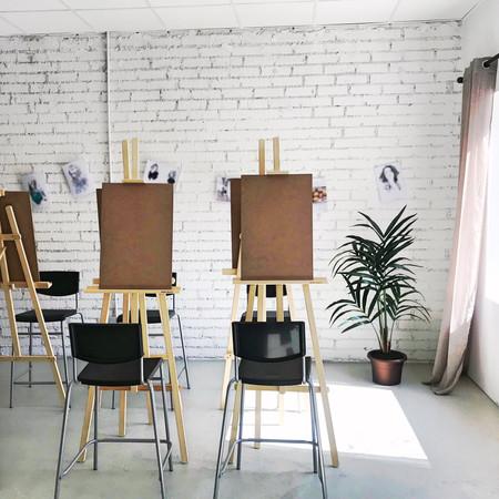 Sala caballetes pintura