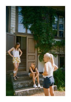Elsi, Sara and Hanna in Kustavi /2020