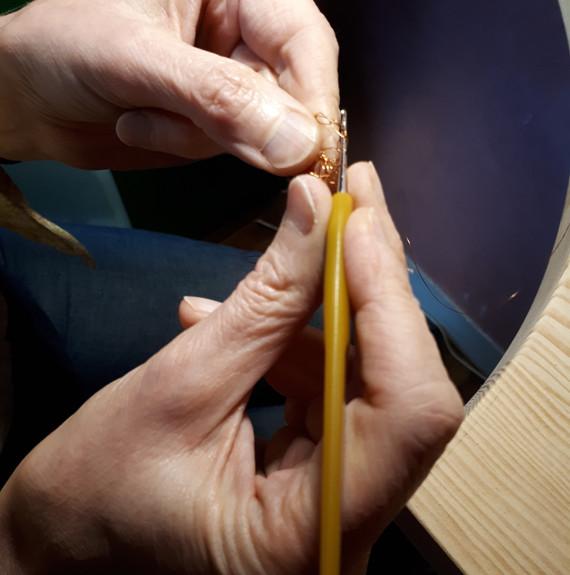 Crochet métal pour réaliser un bijou