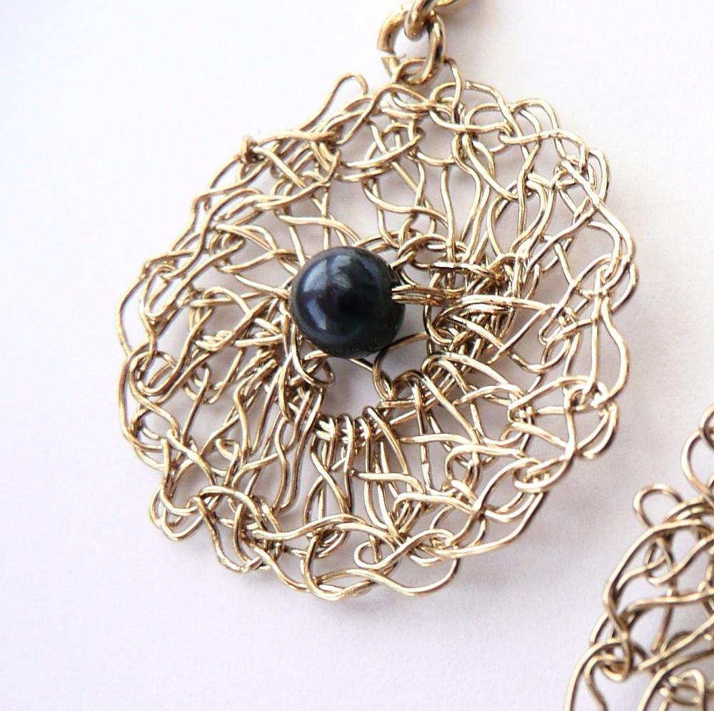 Boucle d'oreille Filament et perle satinée bleu Swarovski