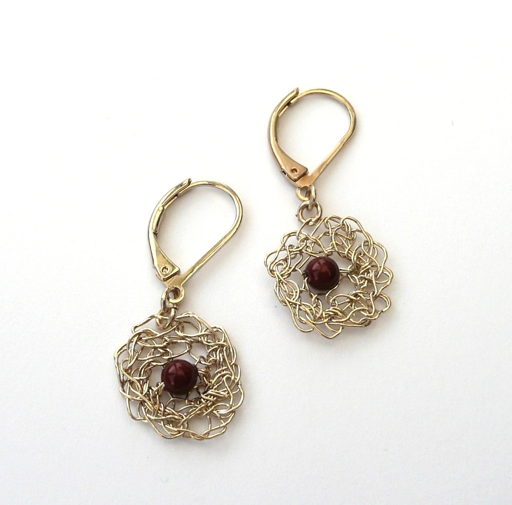 Boucle d'oreille Filament et perle bordeaux Swarovski