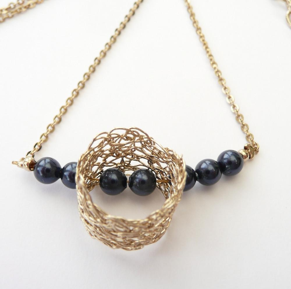 Collier Filament et perles satinées Bleu Swarovski