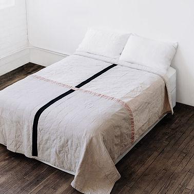 quilt contemporâneo em cama quarto decoração design interiores costura feito à mão