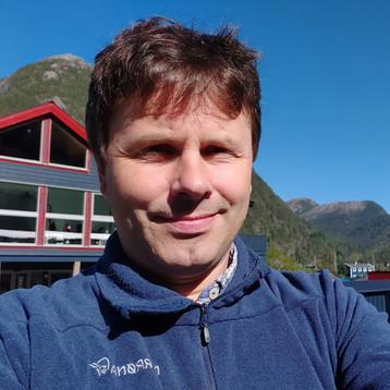 Dr Lars Helge Stien