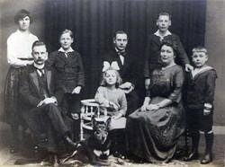 Adrianus (1880) en zijn gezin