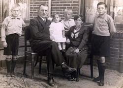 Caspar Bertus (1888) en gezin