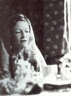 Consuelo Hatmaker (1902)