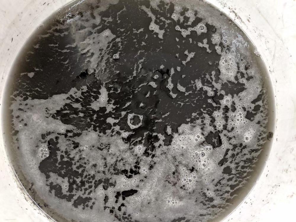 エアコン室内機のエアコンクリーニングの際に出る汚水