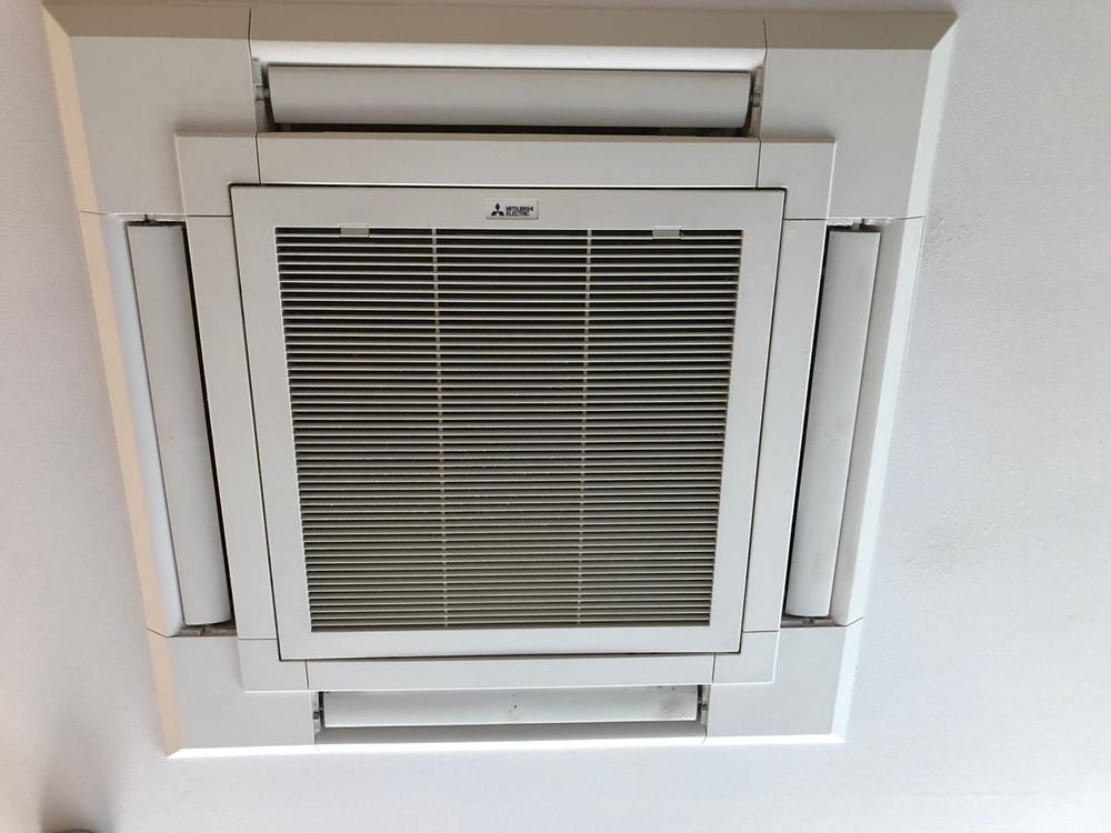 天井埋込エアコン4方向吹出し口タイプ