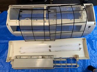 エアコン洗浄前の分解部品