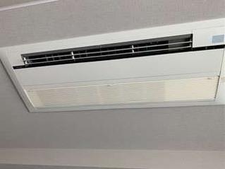 鹿児島市でエアコンクリーニング|ダイキンの埋め込み一方向