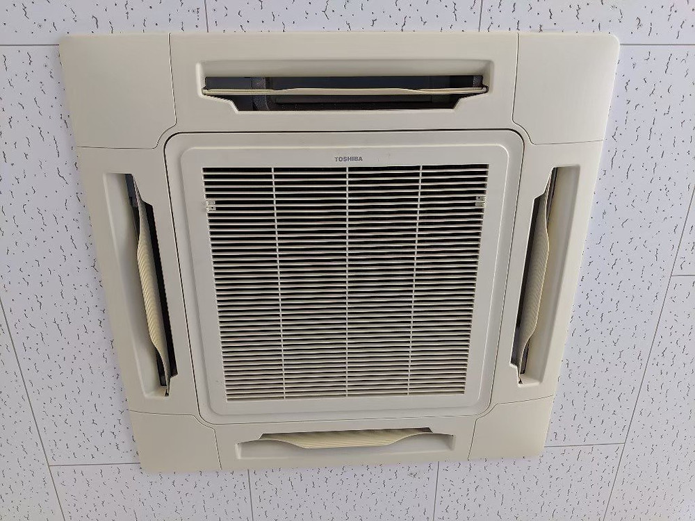 天井埋込形エアコン室内機の外観