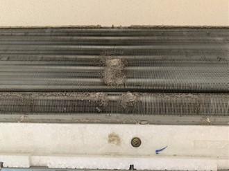 エアコン清掃前の熱交換器