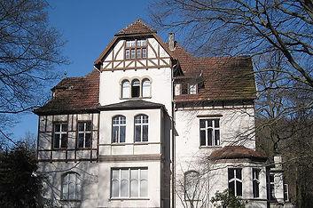 800px-Hemer-Felsenmeermuseum3-Asio.jpg