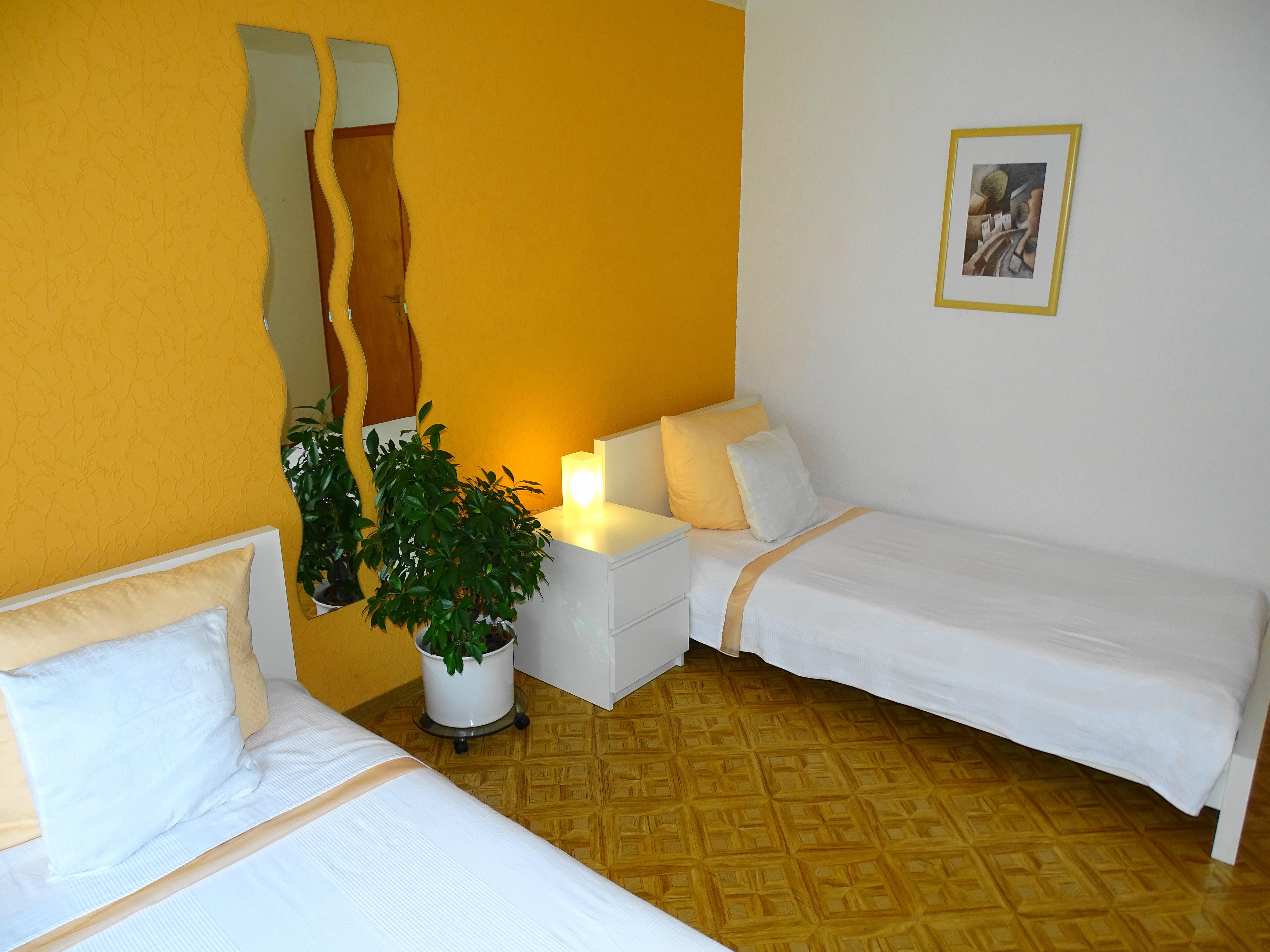 Zimmer orange2-min