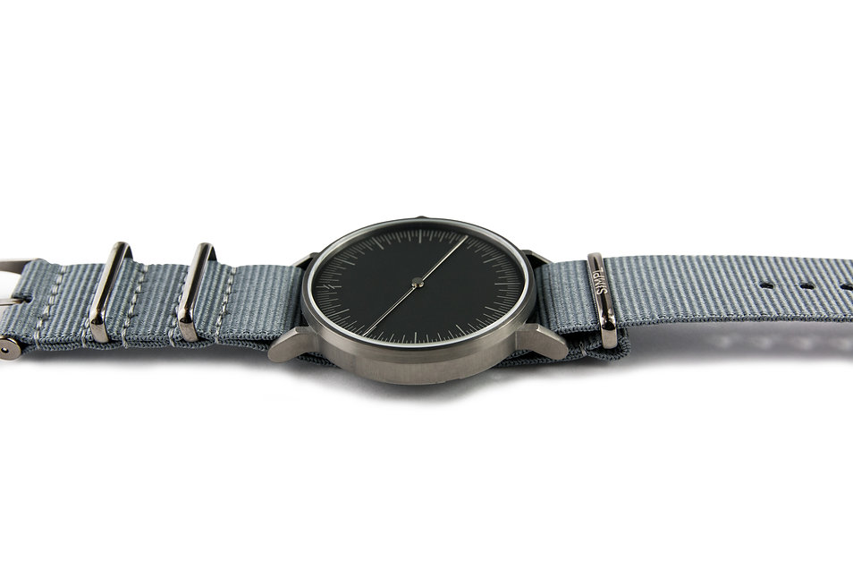 watches ,minimal watch , simpl watch ,one hand watch , modern watch ,nato strap , grey watch, simplify watches , unisex watches