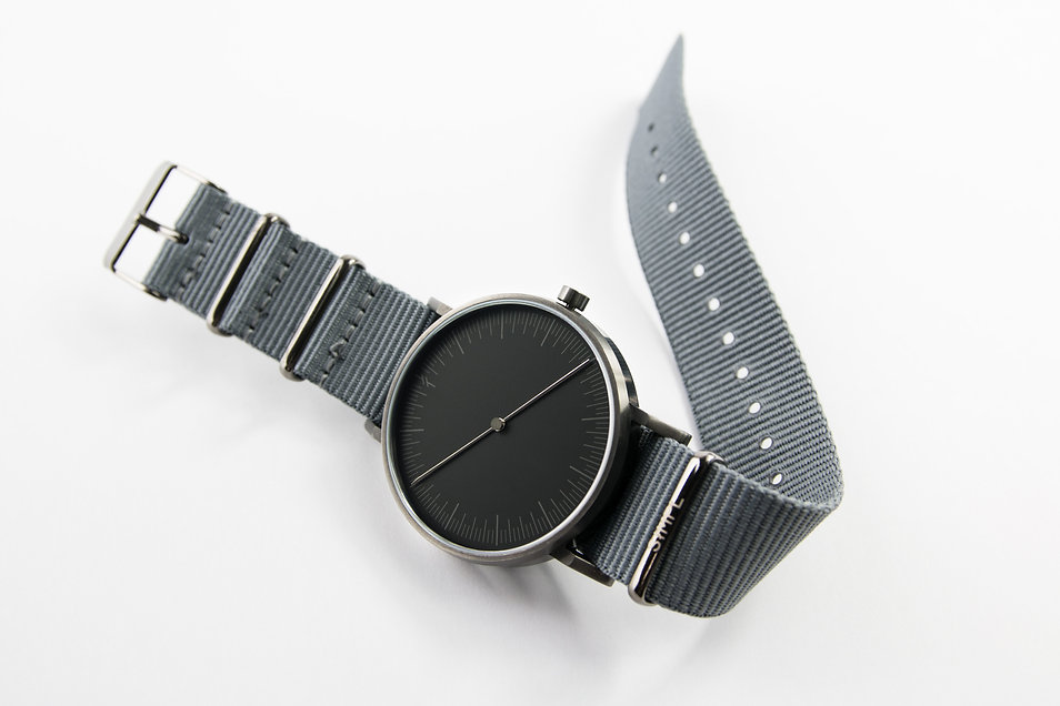 watches ,design watch , simpl watch ,one hand watch , modern watch ,nato strap , grey watch