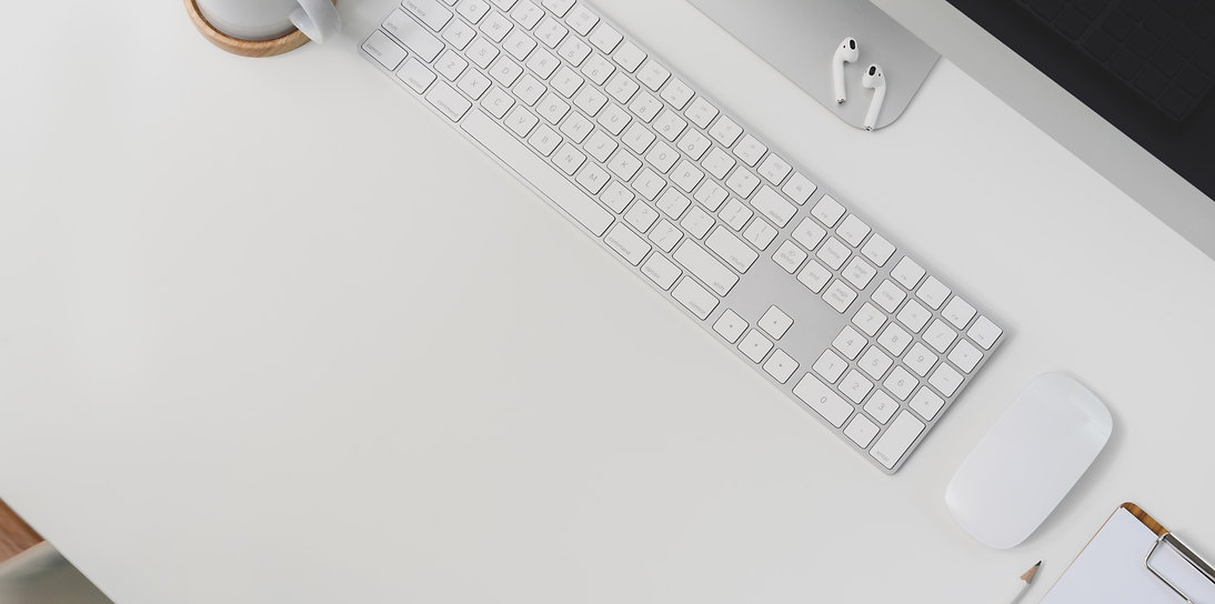 white-apple-keyboard-and-mouse-on-white-