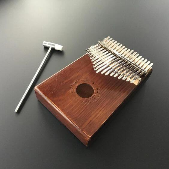 เครื่องดนตรี,เปียโนมือ,คาลิมบา,ไม้ทำเครื่องดนตรี,ไม้ทำกีร์ต้า