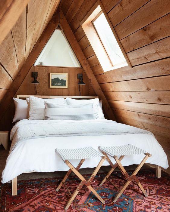 ห้องใต้หลังคา,ตกแต่งห้องใต้หลังคา,ตกแต่งห้อง,ไม้สนแต่งห้อง,ไม้สน,แต่งรีสอร์ท