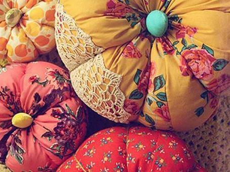 Подушки необычных форм послужат отличным подарком на любой праздник!