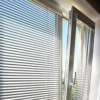 Горизонтальные жалюзи для пластиковых окон Система VENUS Standart. Рулонные шторы на пластиковые и деревянные окна любые размеры. Система ZEBRA (день-ночь). Системаистемы DUAL .Рулонно-кассетные шторы. Купить недорого.