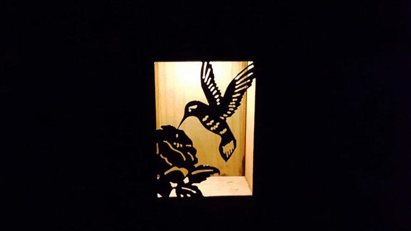 "Hummingbird solar light box 9"" x 7"""