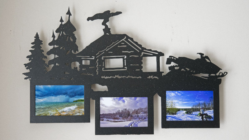 Snowmobilers cabin 3 place picture frame wall hang
