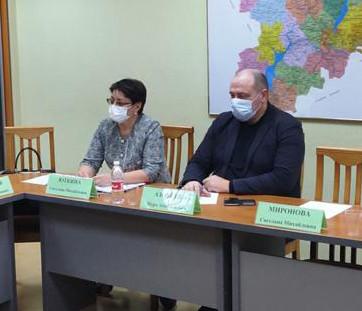 Председатель Волгоградского регионального отделения РОС Юткина С.М. в ходе заседания комиссии Общественной палаты Волгоградской области