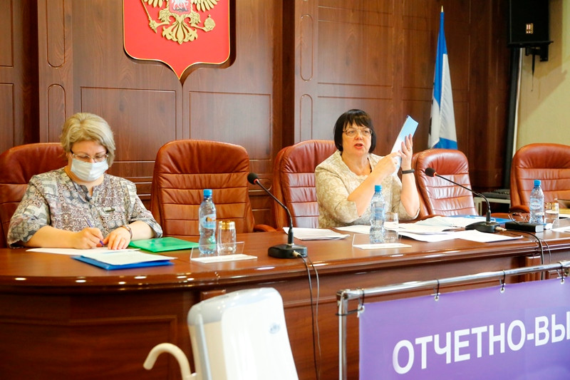 Председатель Иркутского отделения Симанчева Л.В. и секретарь собрания Кузина Т.М.