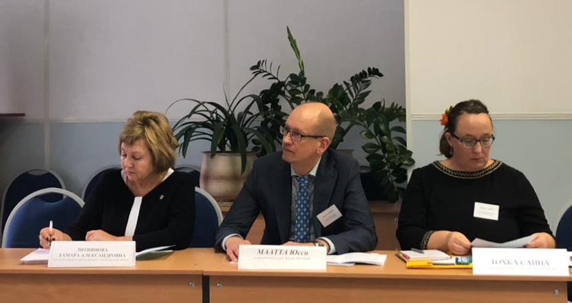 Участники круглого стола «Организационно-правовые и социальные механизмы защиты прав ребенка в России и Финляндии»