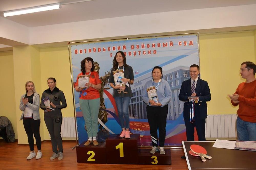 Награждение победительниц турнира по настольному теннису