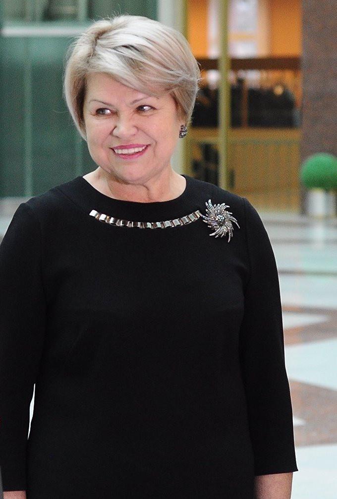 Епифанова Валентина Николаевна — председатель Санкт-Петербургского городского суда