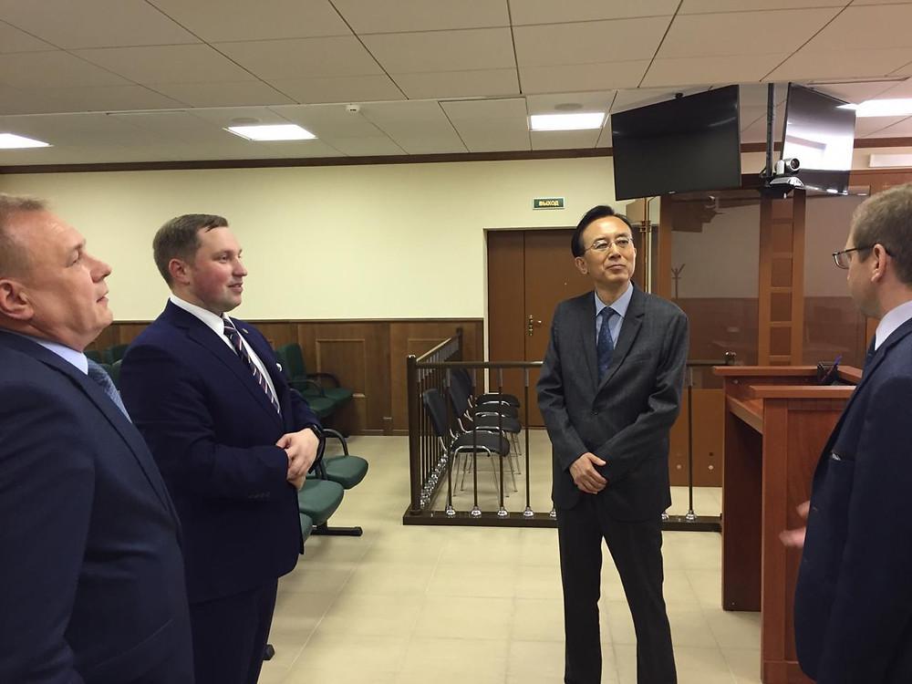председатель Верховного Суда Республики Корея Китаик Ли в Колпинском райсуде 196655, г. Санкт-Петербург, Колпино, ул. Культуры, д. 17