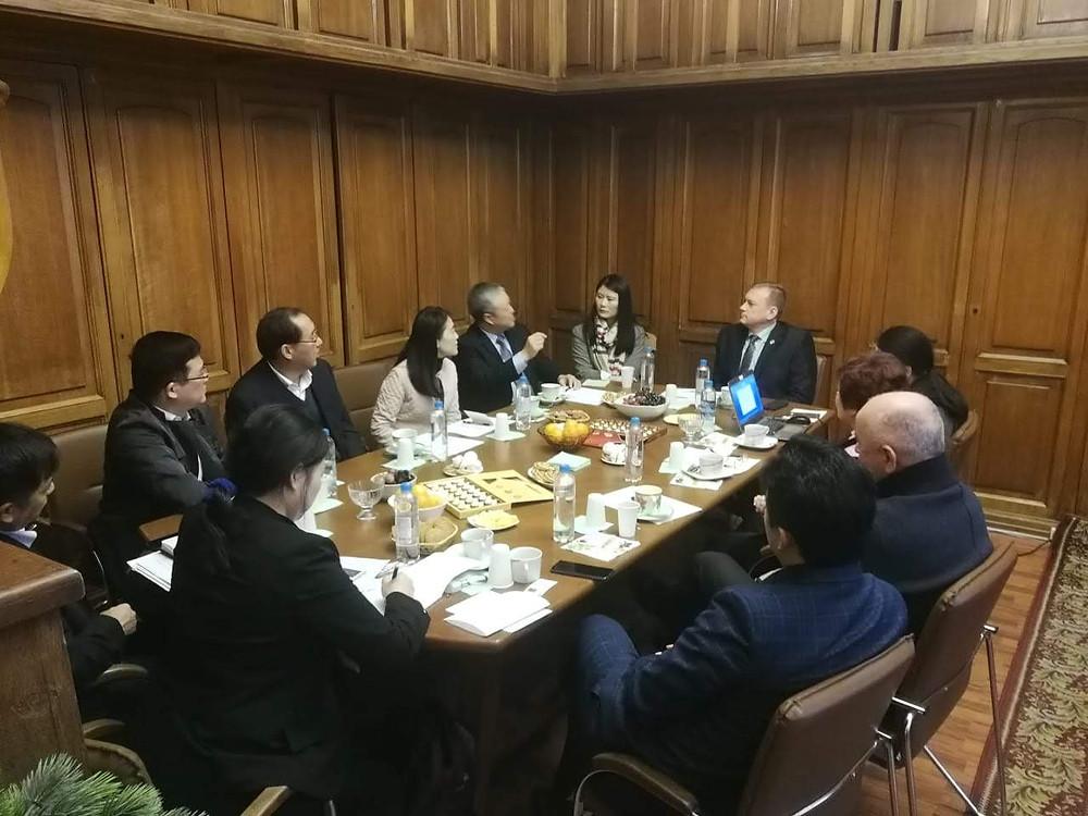 Китайская делегация с Ван Лимин и петербургские представители под предводительством Жолобова Я.Б.