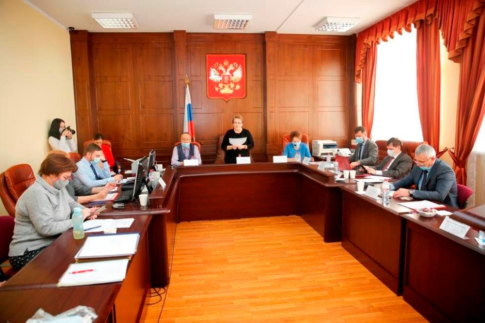 Председатель комиссии Корнюшина Л.Г. объявляет победителей конкурса Лучший помощник судьи
