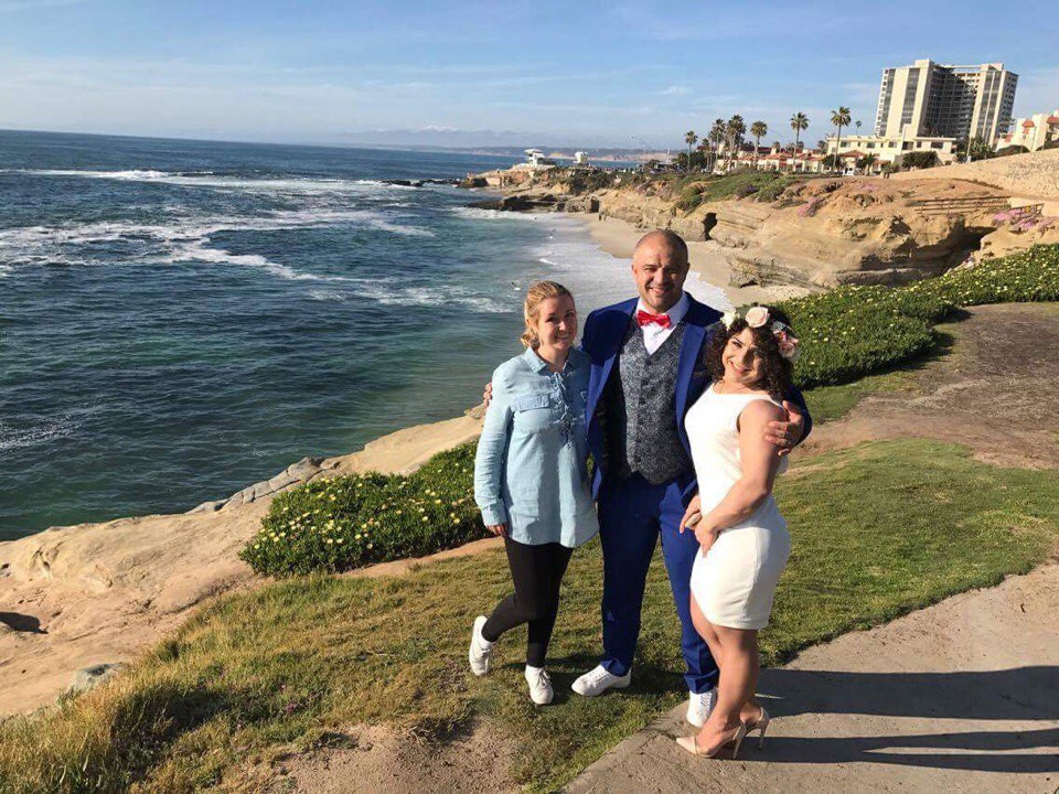 Совместное фото с парой после церемонии. Свадьба в Америке.
