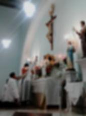 Momento da consagração do cálice na Santa Missa na Santa Montanha