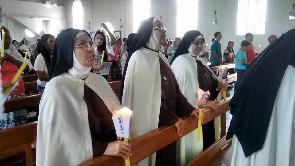Irmãs Carmelitas no Cântico da Missa