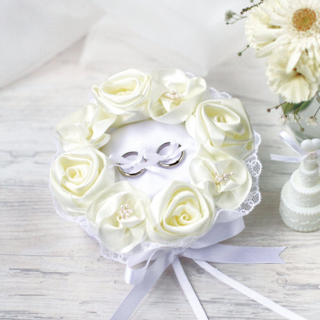 White rose ring pillow 431-120