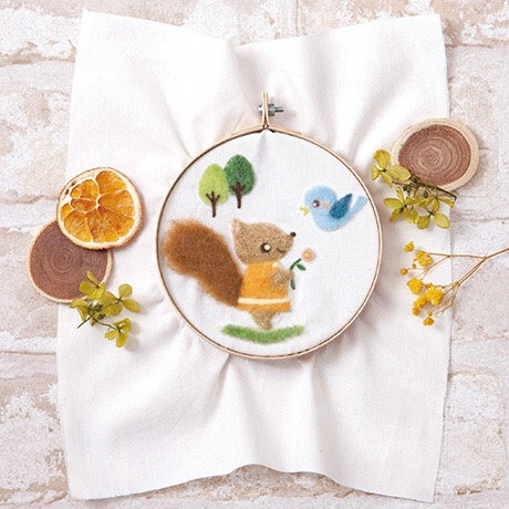 441-566 Mini squirrel stand embroidery