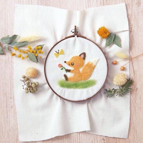 441-567 Mini squirrel sit embroidery