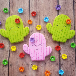 Happy Wednesday! These make me smile. Cactus cutter from _kaleidacuts ._._._._.jpg