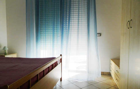 ložnice s manželskou postelí.jpg